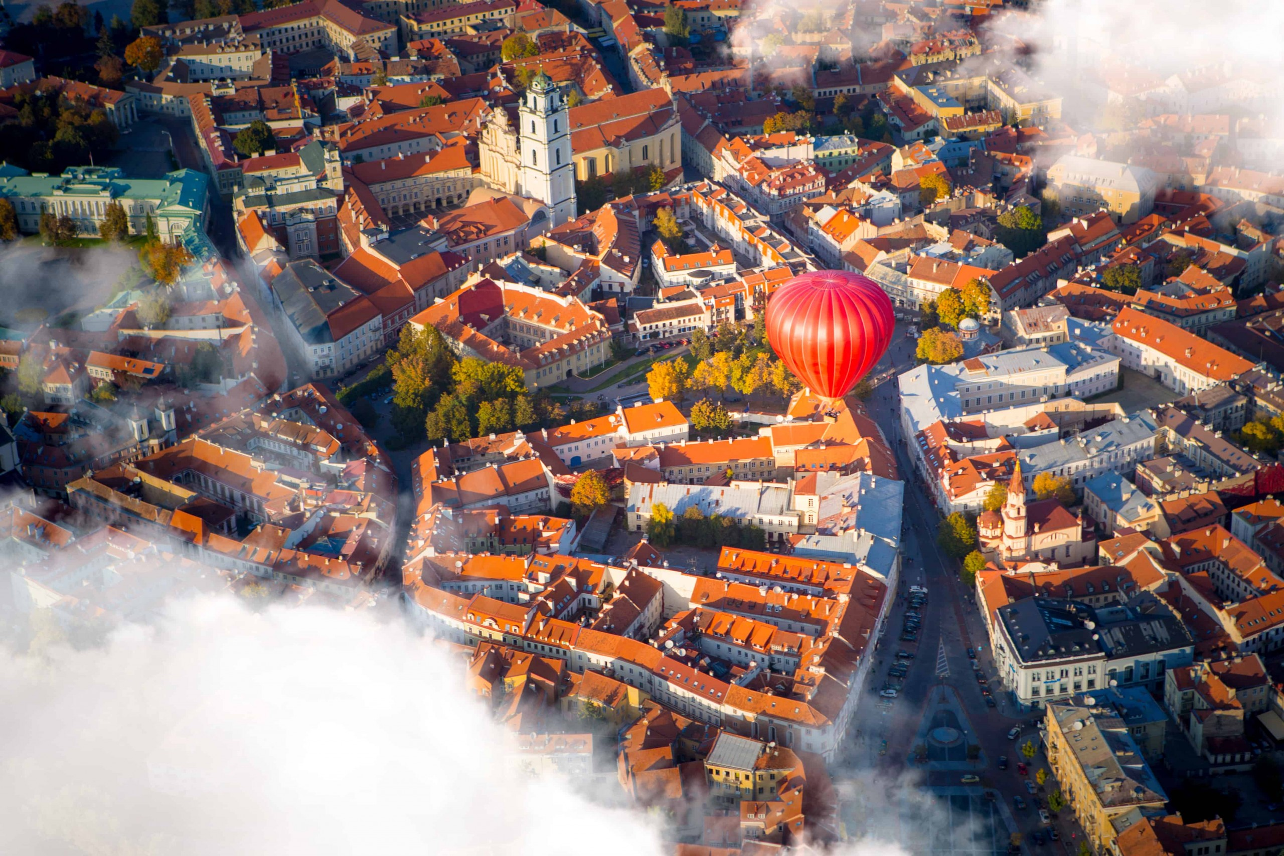 Image of hot air balloon in Vilnius